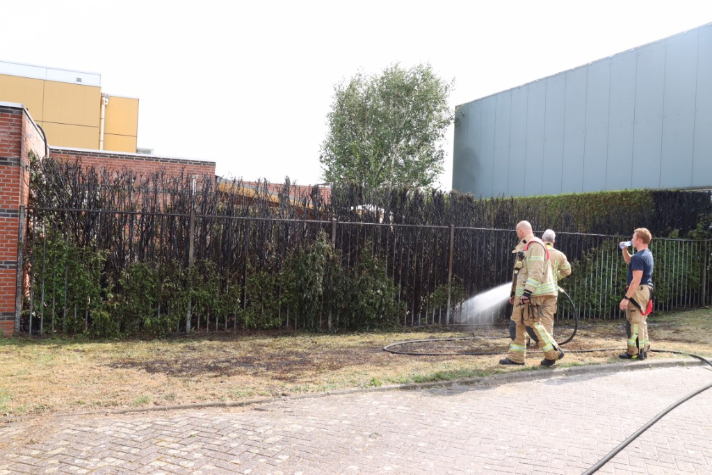 Zwembad Dol-fijn ontruimd na buitenbrand