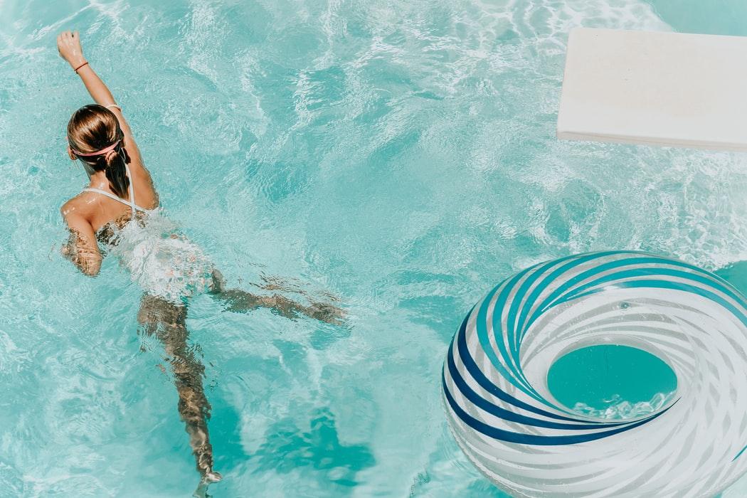 Afschaffen schoolzwemmen brengt Dol-fijn in problemen
