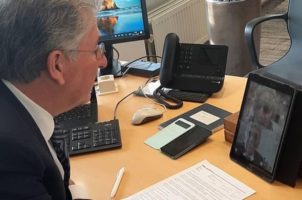 Burgemeester Haan 'bezoekt' DrieMaasHave via Smart Glass