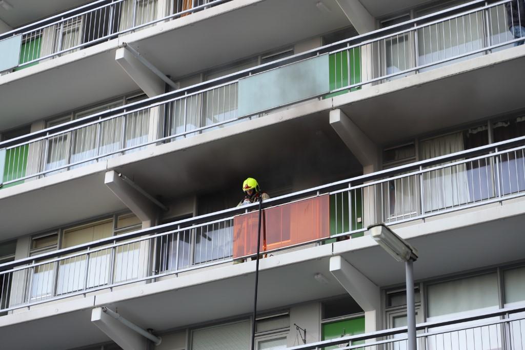 Keukenbrand in flatwoning aan Sparrendal Maassluis