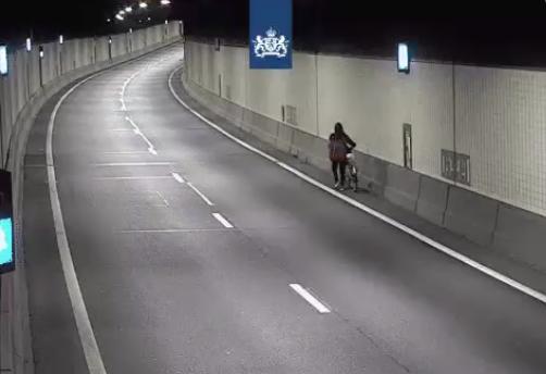 Met de fiets aan de hand door de Beneluxtunnel