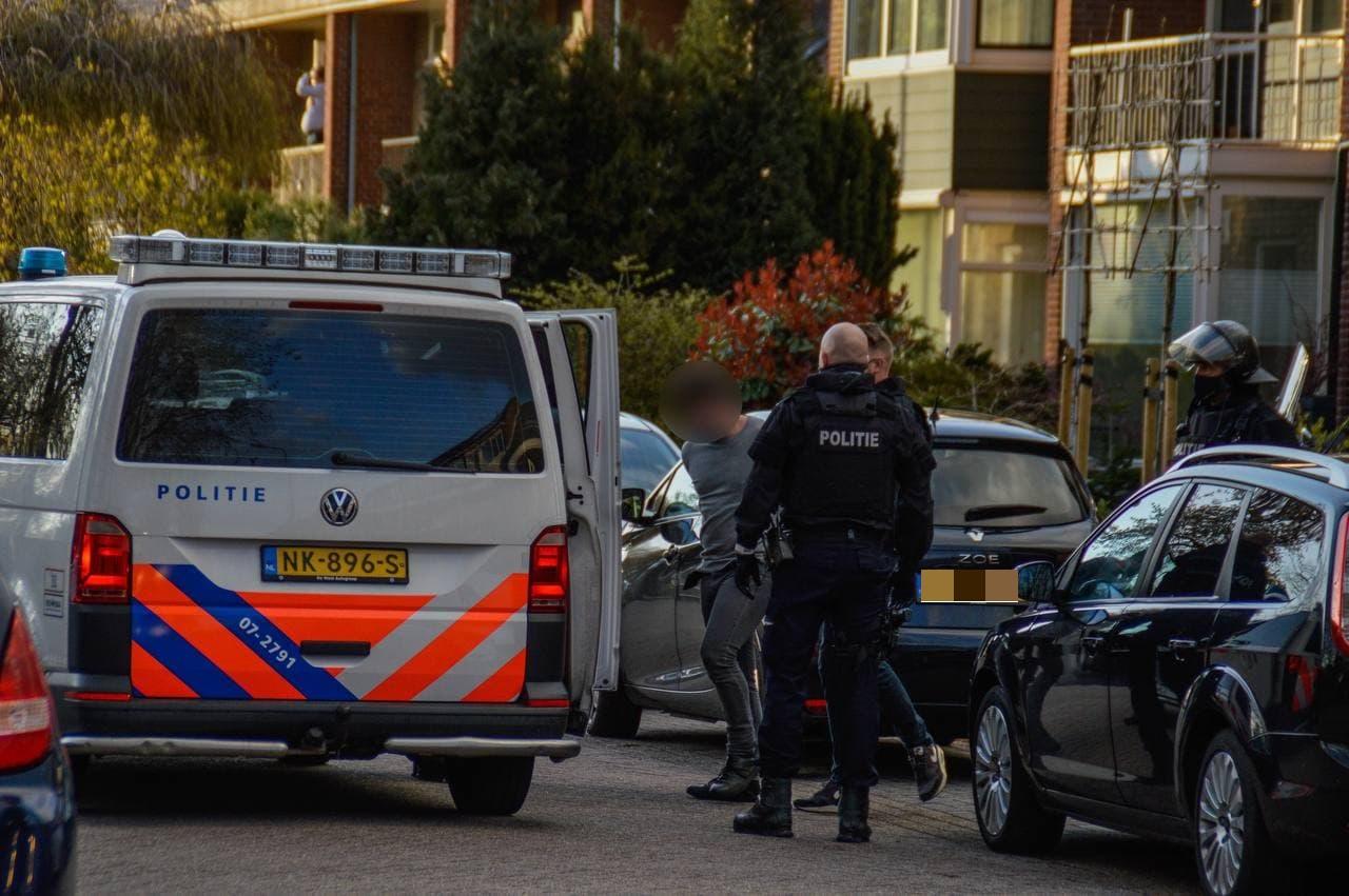 Politie valt woning aan Lijsterlaan binnen