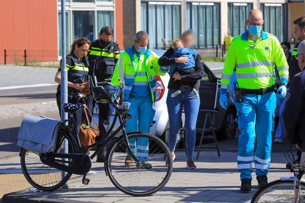 Moeder met kind op fiets aangereden op de Uiverlaan