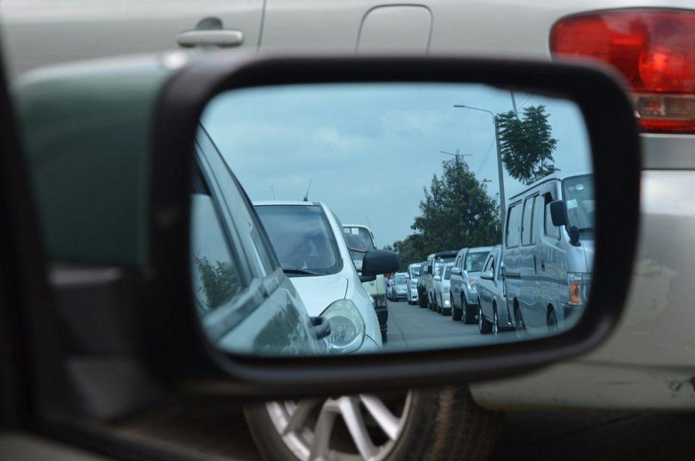 Acht kilometer file door kapotte vrachtwagen op Kethelplein