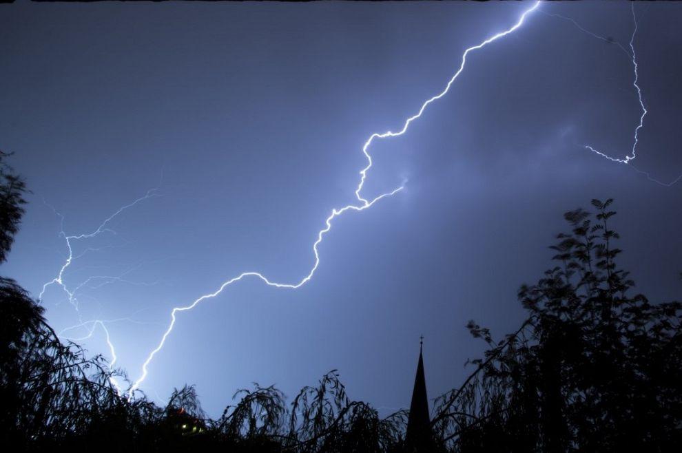 Waarschuwing voor stevige onweersbuien