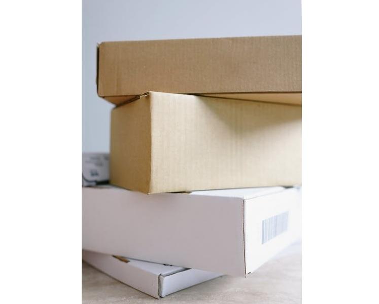 Overvolle papiercontainers en verwarring over groene en grijze bakken