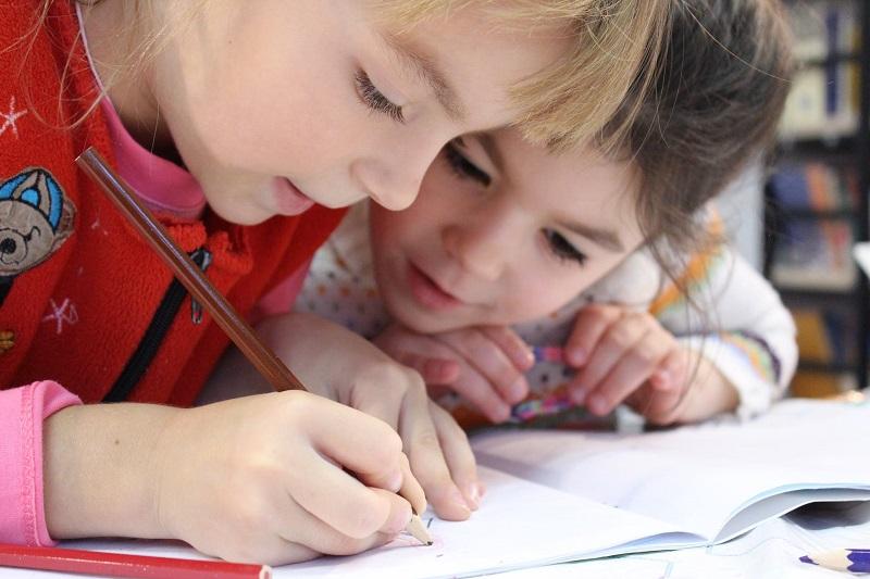 Fonds Schiedam Vlaardingen e.o. steunt Jeugdeducatiefonds op 9 scholen