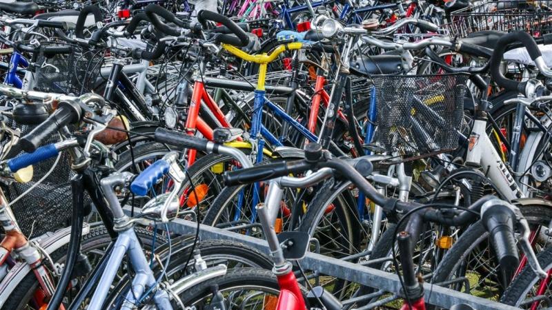 Gratis fietsen stallen onder toezicht