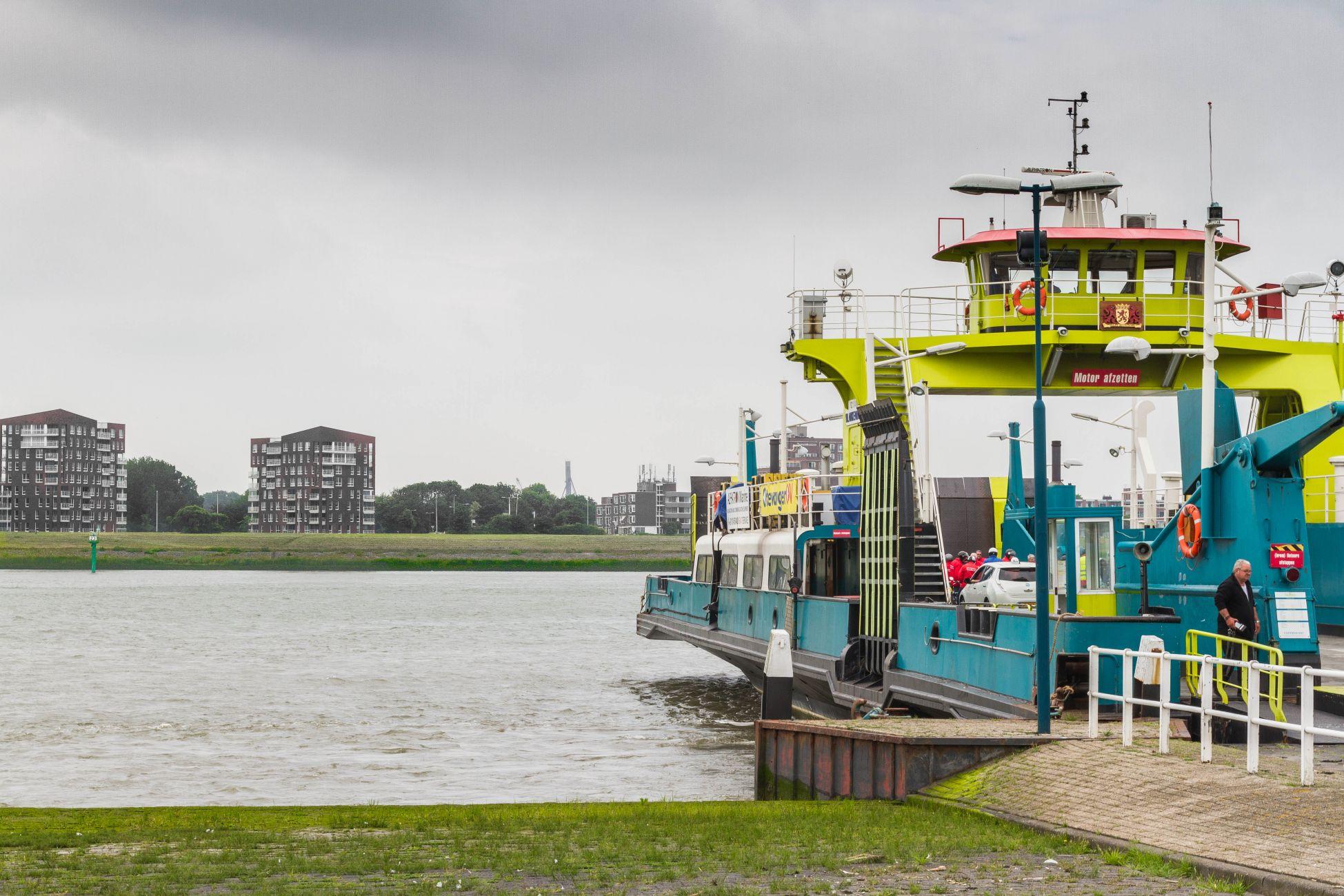 Veerboot Staeldiep voor reparatie naar Schiedam