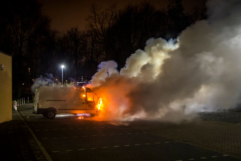 Transportbus Spoetnik in vlammen op
