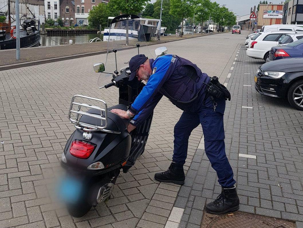 Schiedam wil helm voor snorfietsers
