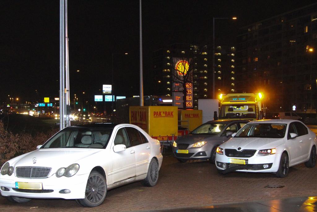 Vier auto's botsen
