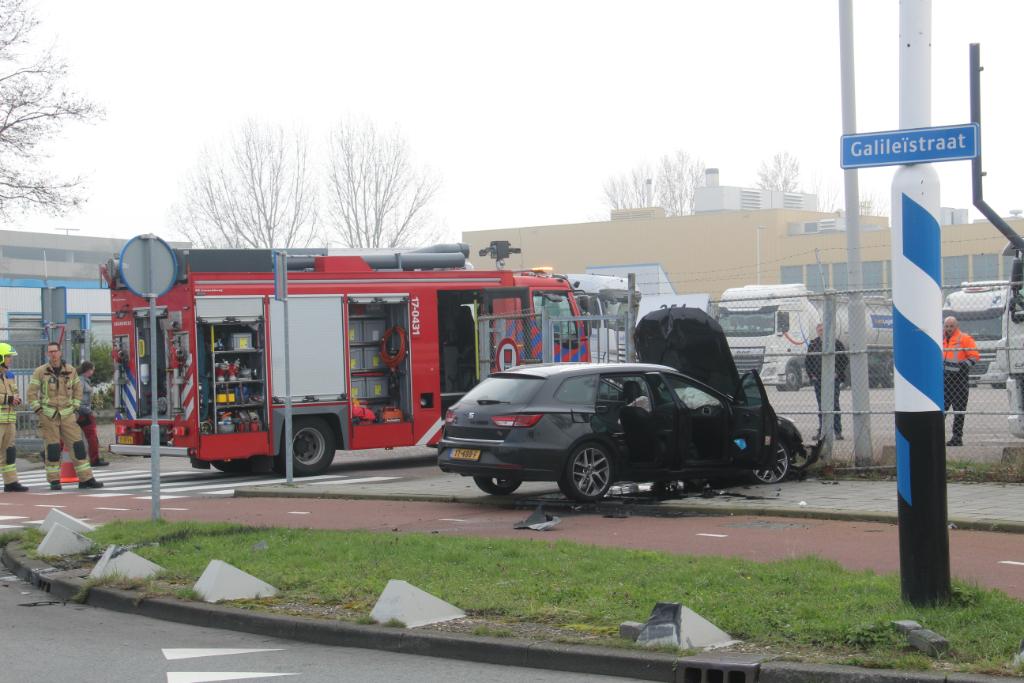 Brandweer naar verongelukte auto