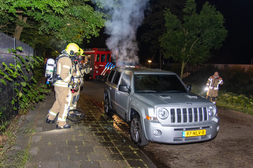Auto in brand in Nieuwland