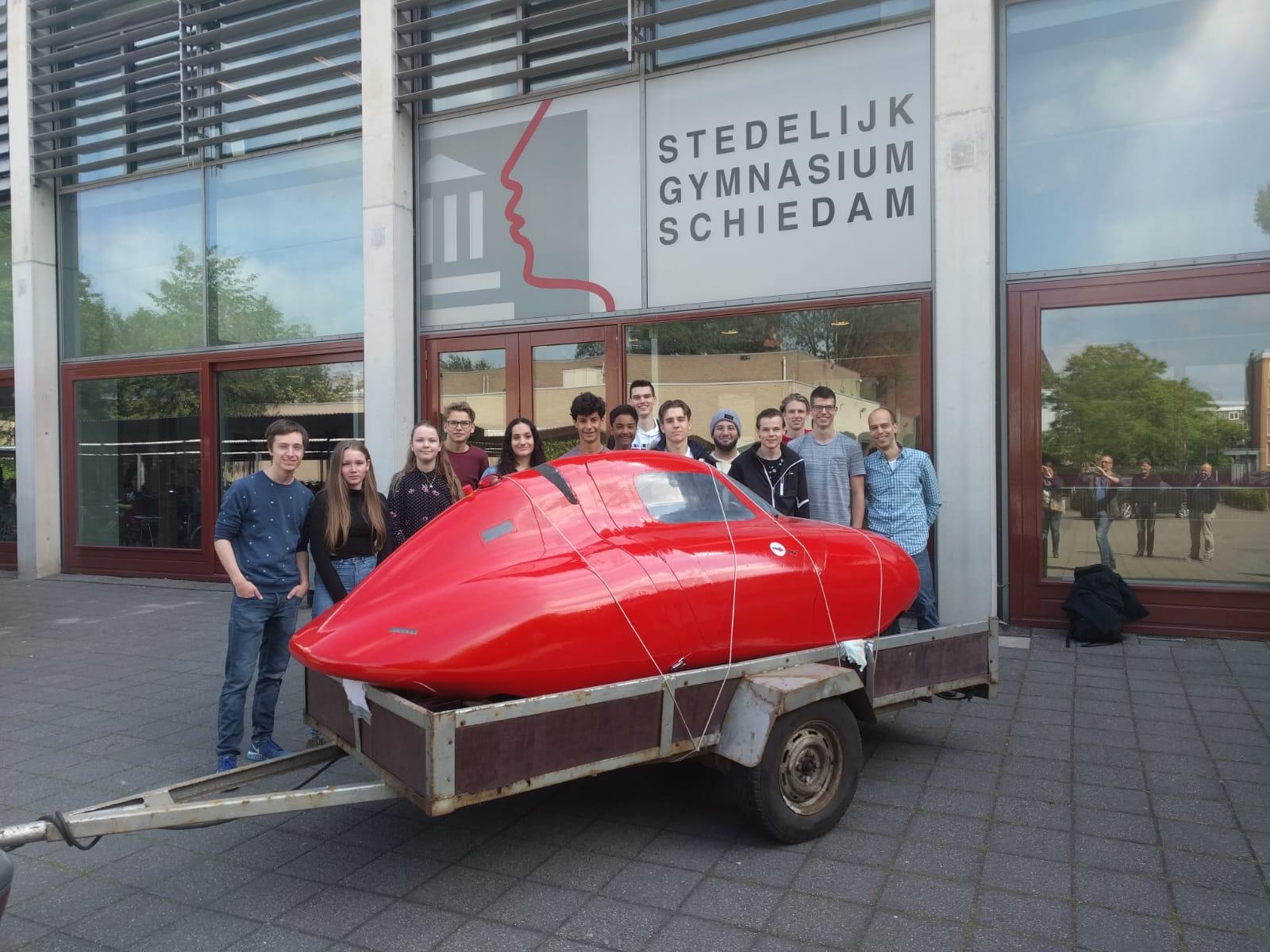 Leerlingen Stedelijk Gymnasium bouwen zelf auto