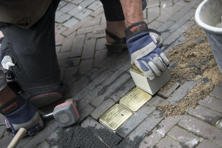 Wethouder ontdekt gestolen Stolperstein