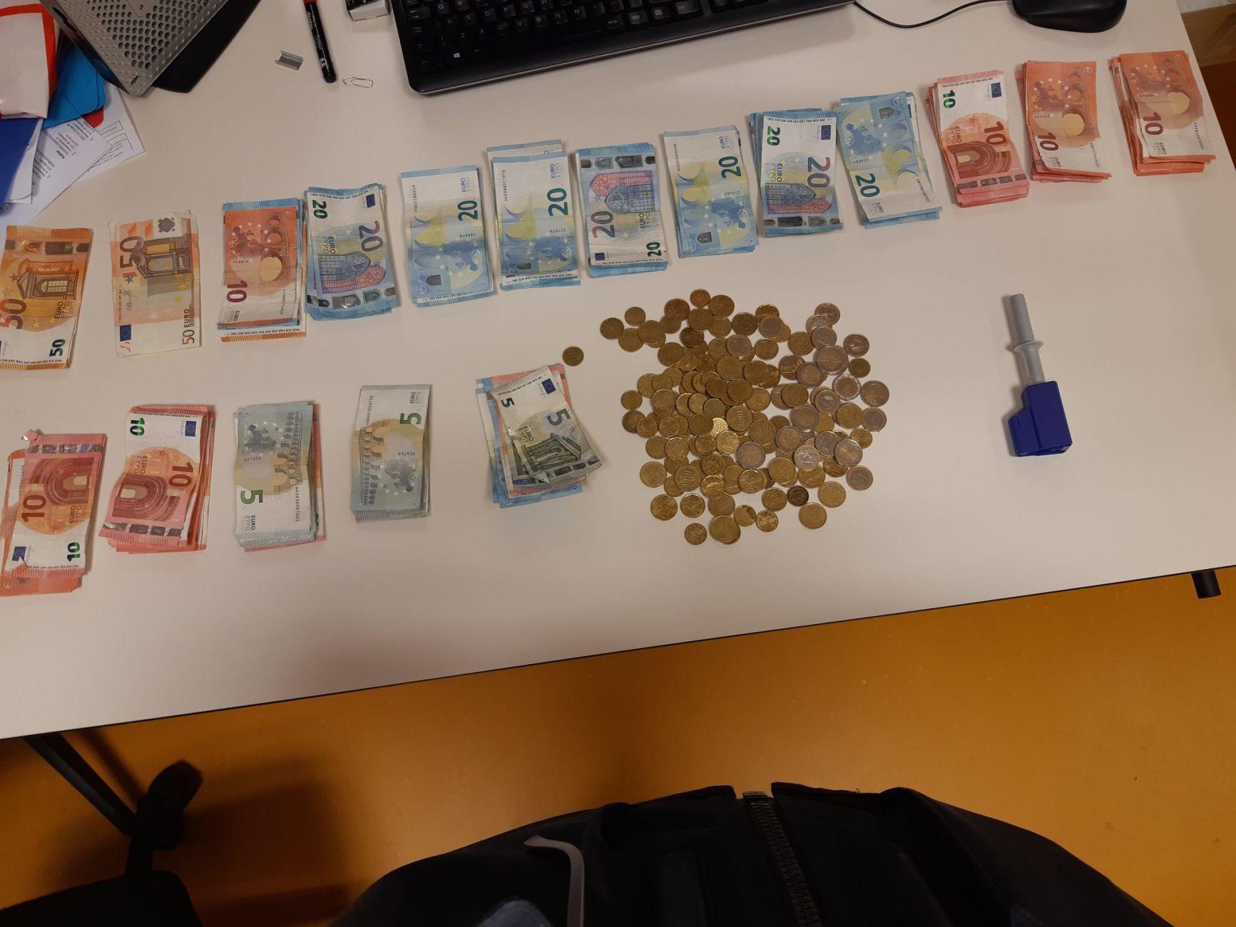 Vijf keer tien euro is...