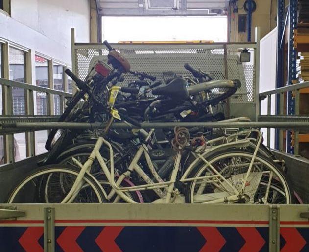 Weesfietsen en fietswrakken van Nieuwlandse straten
