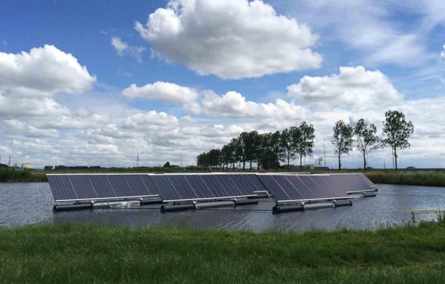 Drijvende zonnepanelen op de Schie