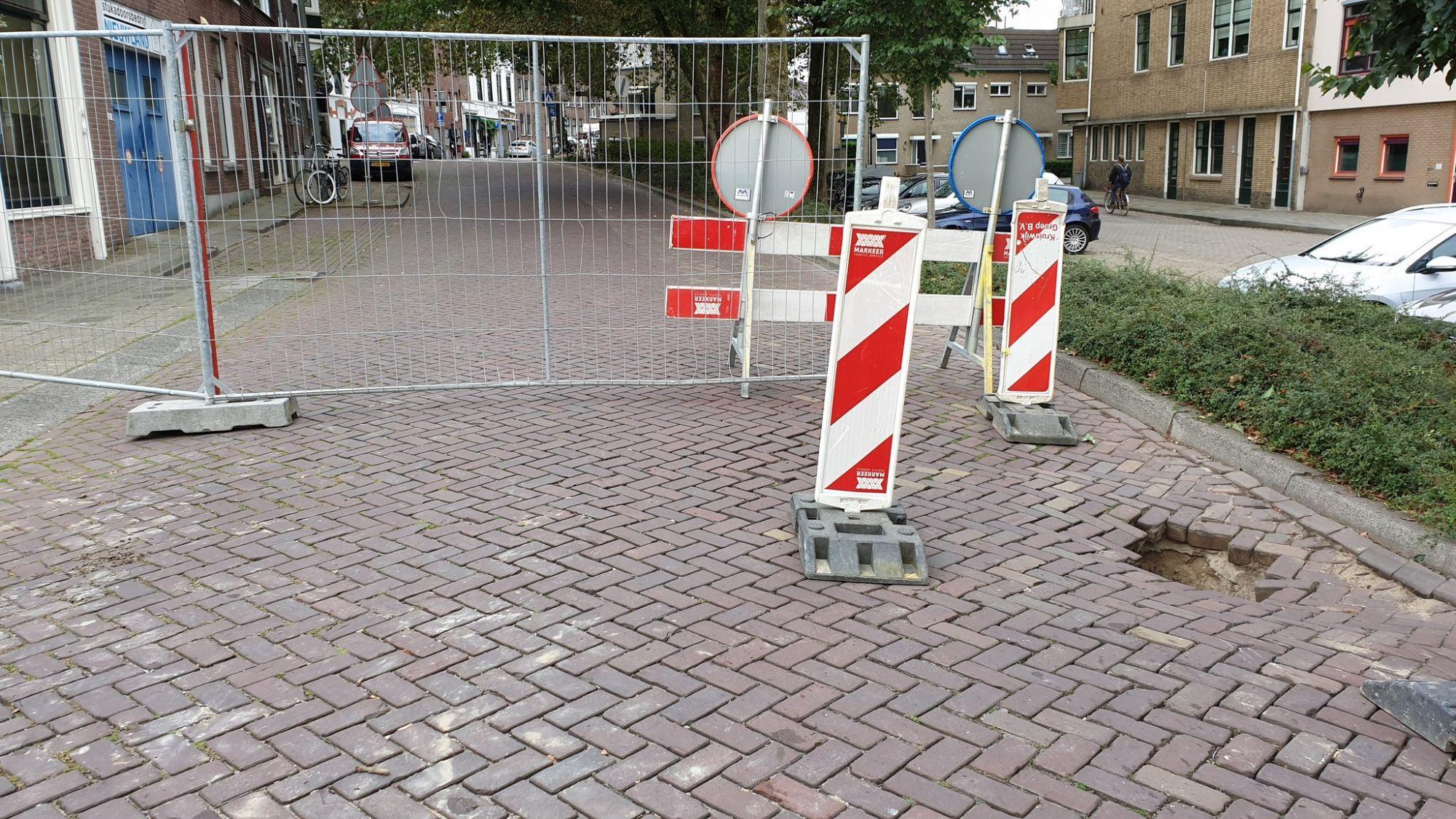 Breedstraat gestremd na verzakking