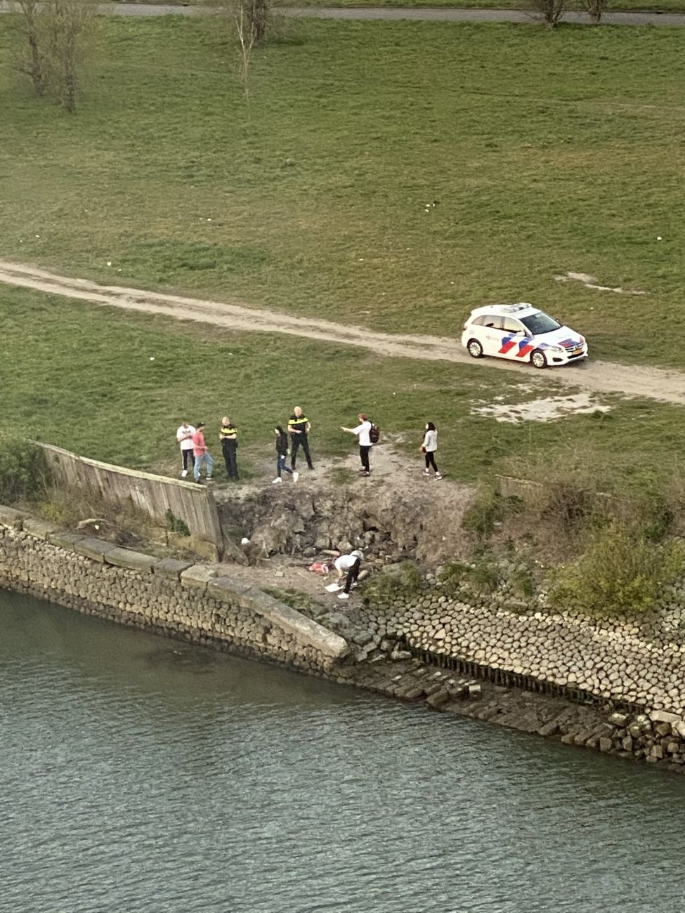 Politie beëindigt 'schijt aan Coronafeestje'