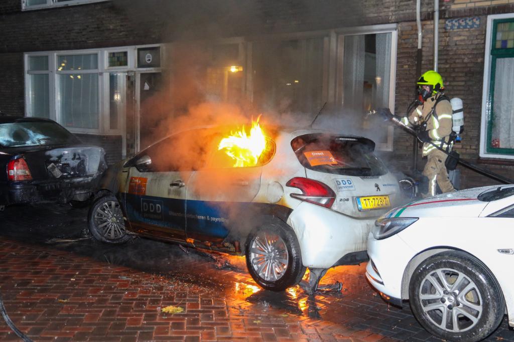 Aangestoken autobrand in Bureau Rijnmond