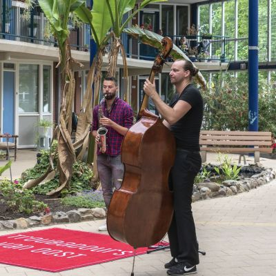 Troubadours van Oost spelen weer in de wijk
