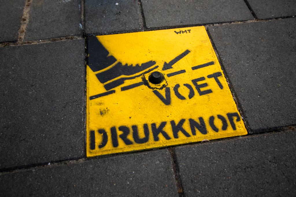 'Coronaproof' oversteken in Schiedam