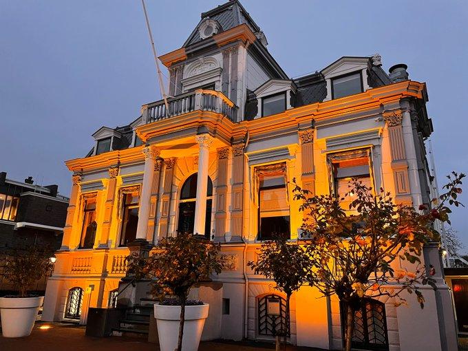 Villa IJzermans kleurt oranje