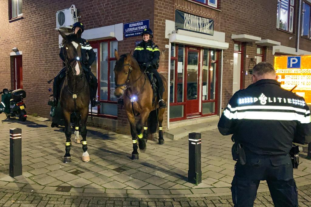 Politie te paard tegen vuurwerkoverlast