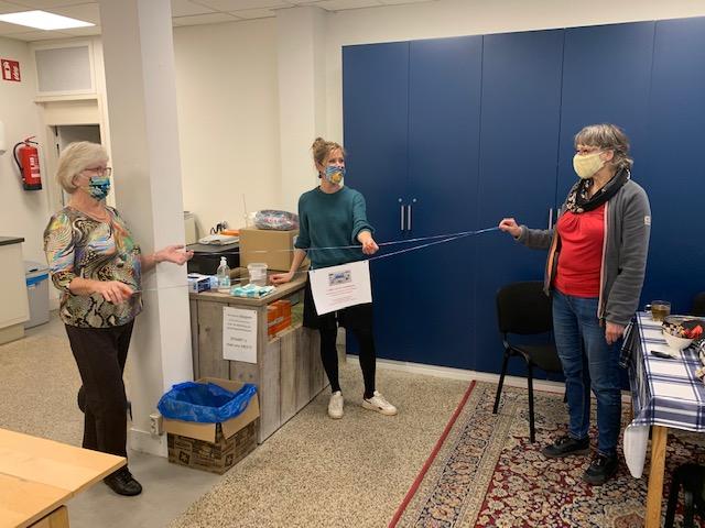 Mondkapjes van vluchtelingen voor monden van Voedselbank