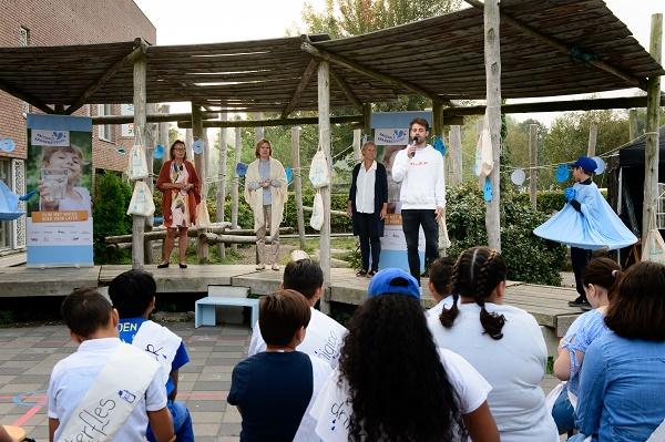 Minister opent watertappunt De Taaltuin