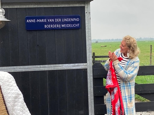 Anne-Marie opent 'haar' wandelpad bij Weidelicht