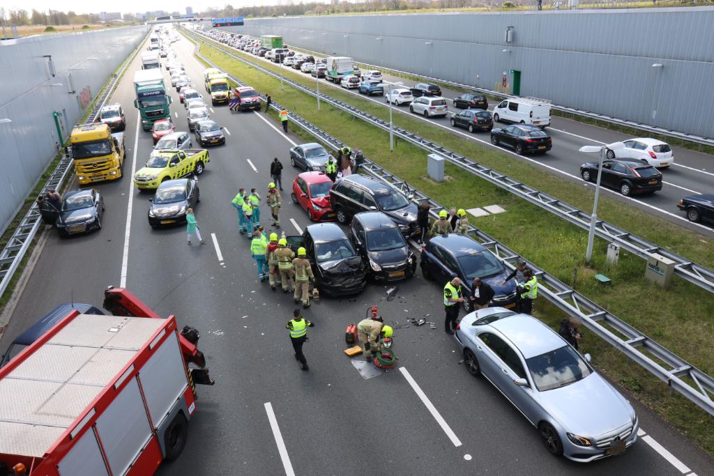 Kettingbotsing met gewonden op A4