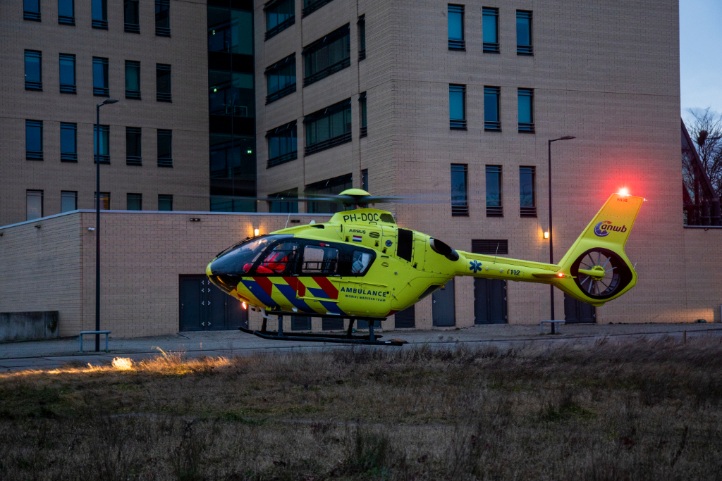 Traumaheli assisteert bij incident in PKO-laan