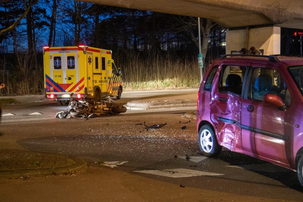 Twee gewonden na ongeval tussen auto en motor