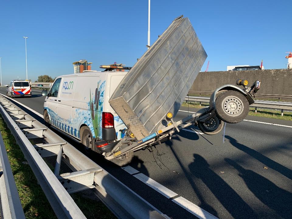 Tunnelbuis afgesloten na ongeval met bootje