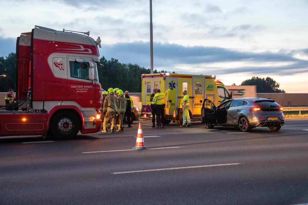 Ongeval op A4 zet verkeer compleet vast