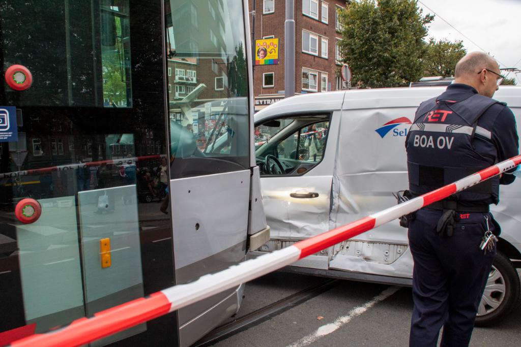 Tramverkeer stil door aanrijding tram met auto