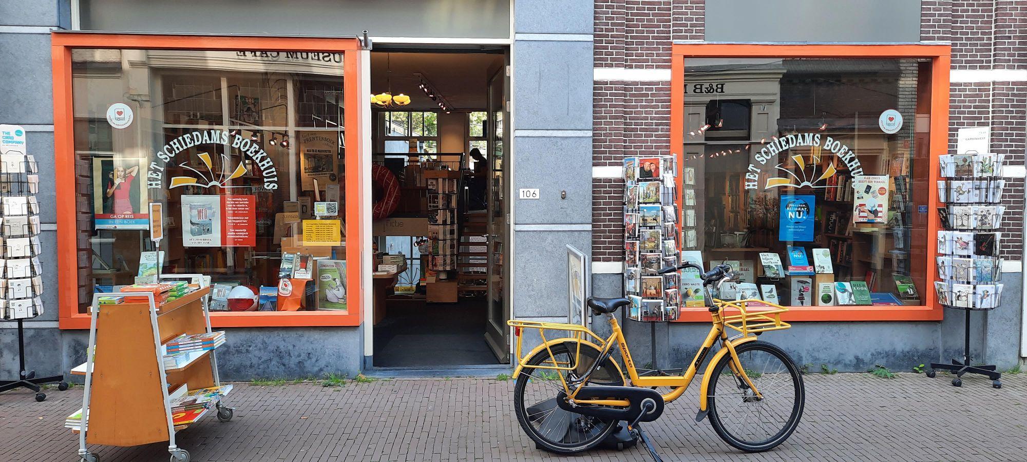 Marceline de Waard bij het Schiedams Boekhuis