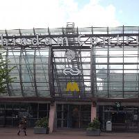 Station Schiedam-Centrum: wachten op de bus
