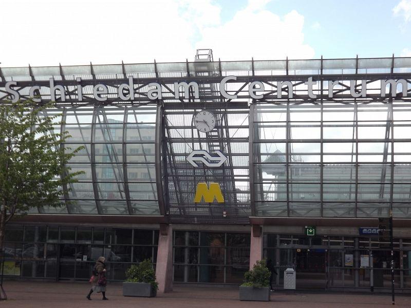 Bestolen van camera, dieven stappen uit in Schiedam