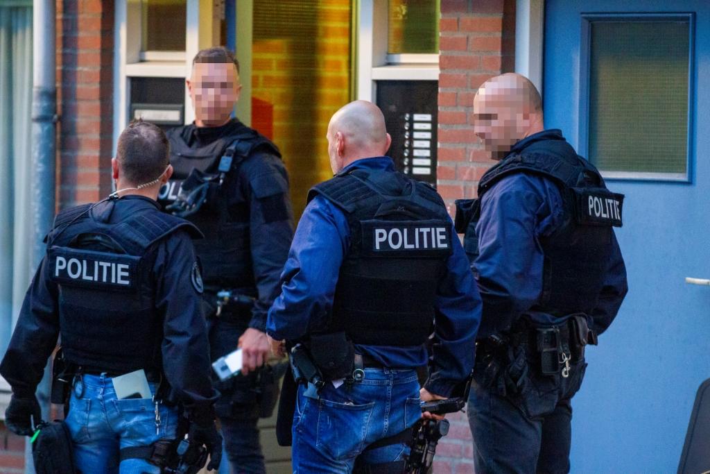 Parate Eenheid valt Schiedams gokpand binnen