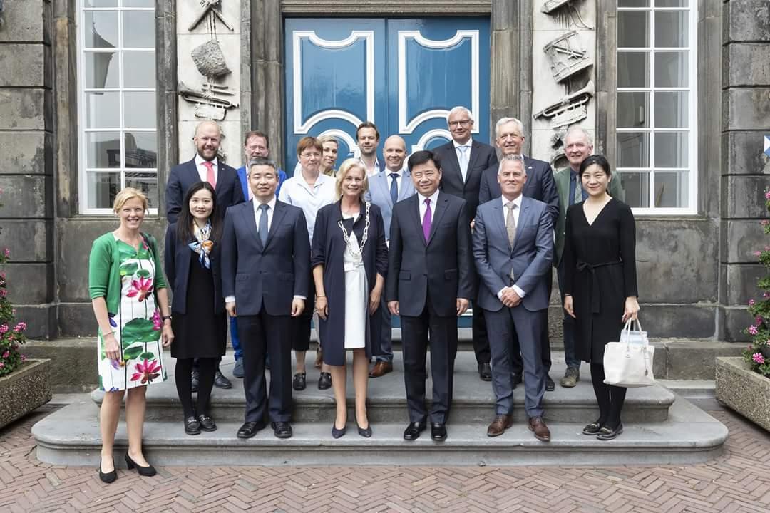 Chinese ambassadeur op bezoek in Zutphen