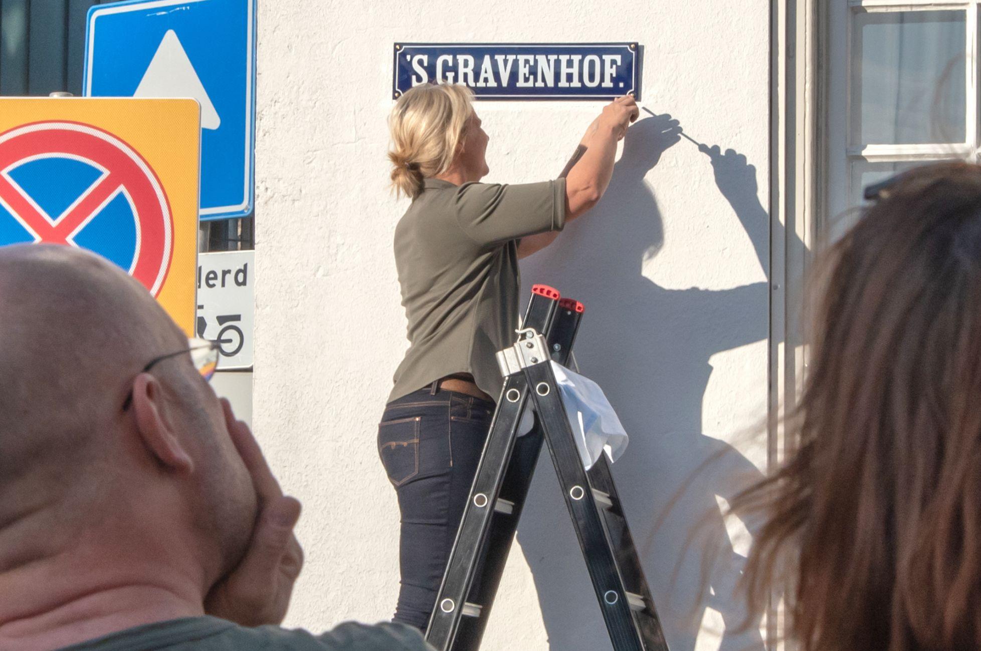 Binnenstad krijgt historische straatnaamborden terug