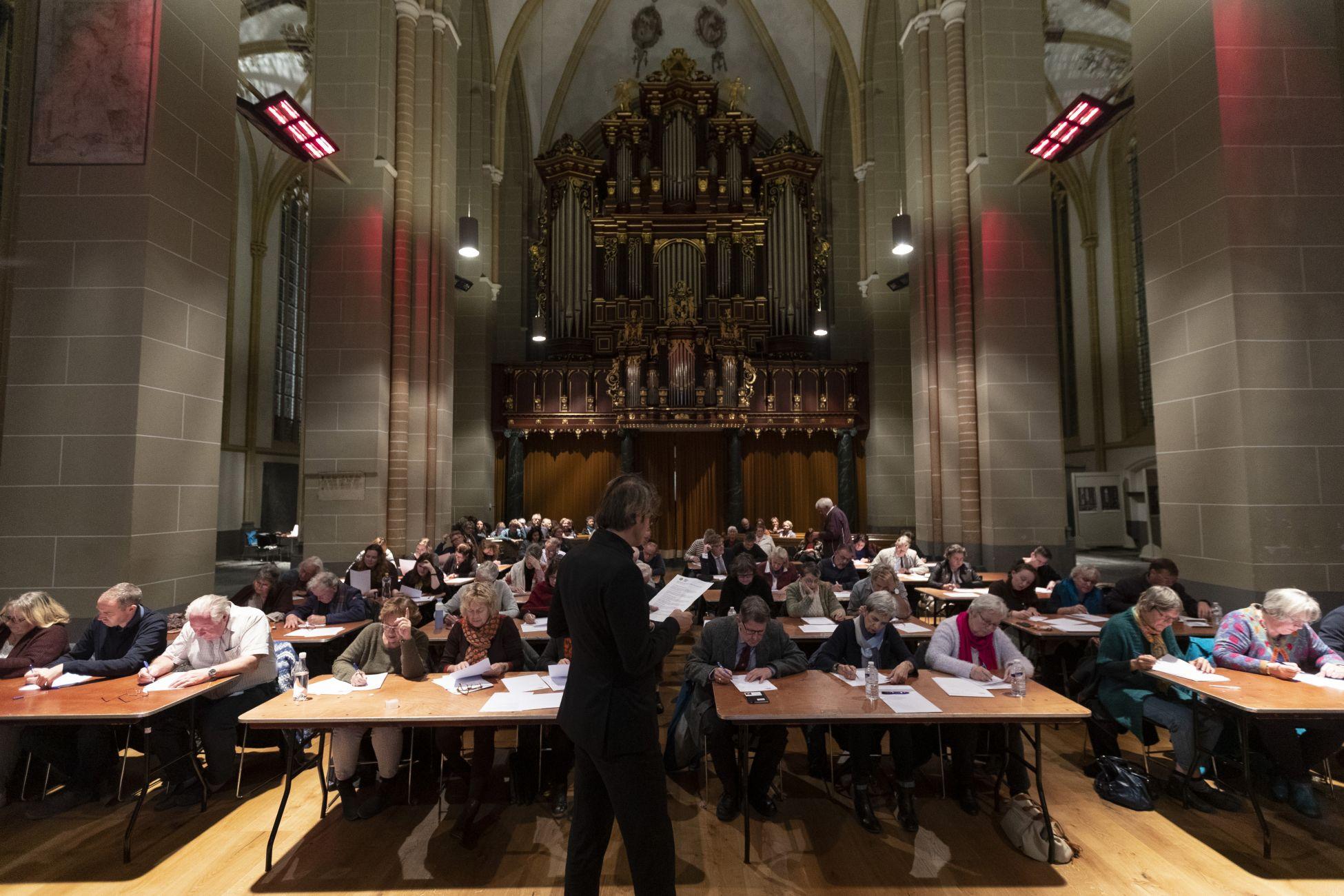 Zeeuw wint tiende Groot Zutphens Dictee Ruim 650 euro voor Praathuis Zutphen
