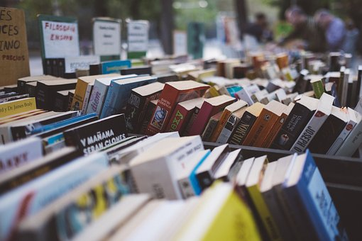 Boekenmarkt in 't Warnshuus