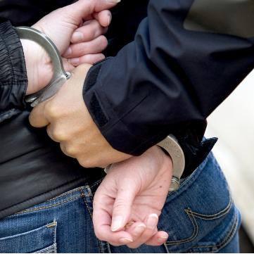 18-jarige vrouw aangehouden voor reeks winkeldiefstallen