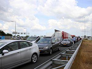 Chaos bij Kethelplein na meerdere ongelukken: A4 dicht