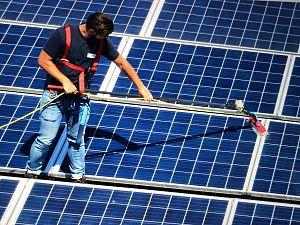 Laat uw zonnepanelen reinigen!